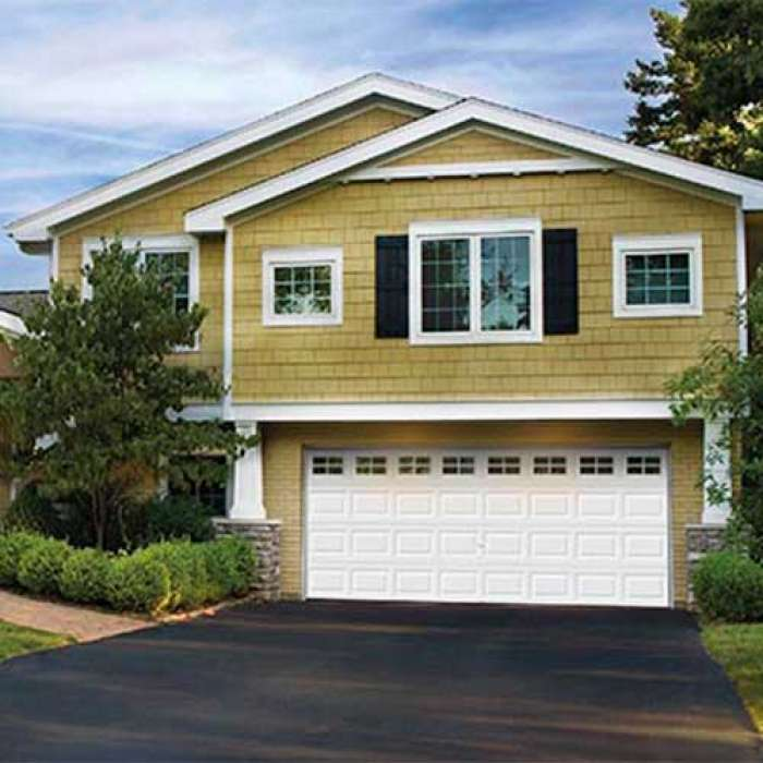 CLOPAY Classic™ Collection PREMIUM SERIES Steel Garage Door