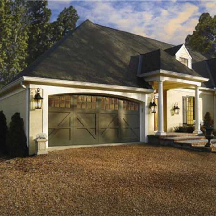 CLOPAY RESERVE® COLLECTION SEMI-CUSTOM SERIES Carriage House Door