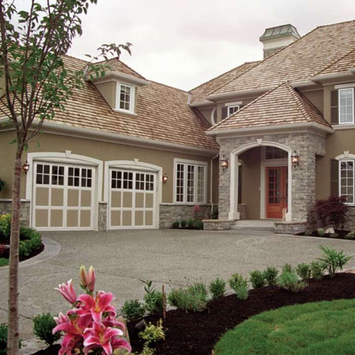 Raynor StyleView Carriage House Garage Door