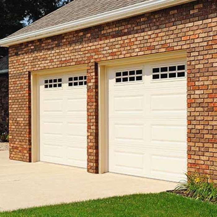 C.H.I. Raised Panel Garage Door 4251