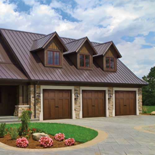 CLOPAY CANYON RIDGE® COLLECTION ULTRA-GRAIN® SERIES Carriage House Door