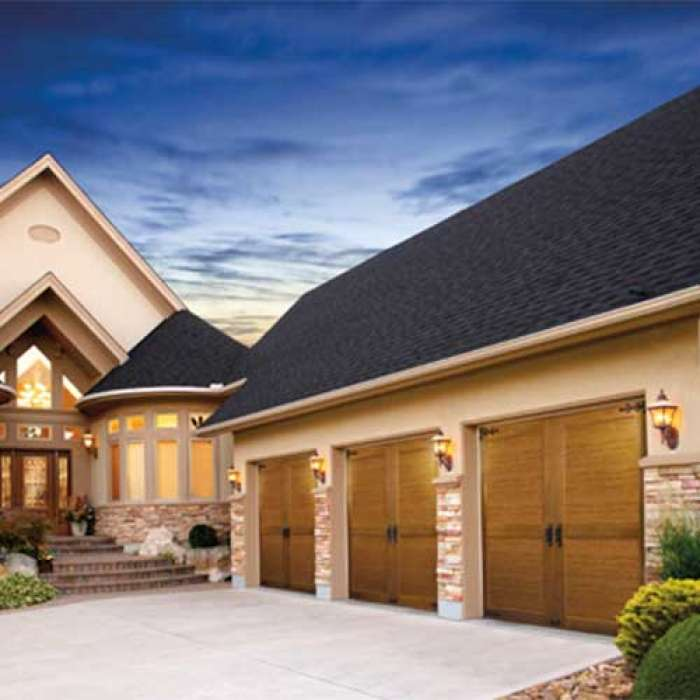 CLOPAY CANYON RIDGE® COLLECTION LIMITED EDITION SERIES Carriage House Door