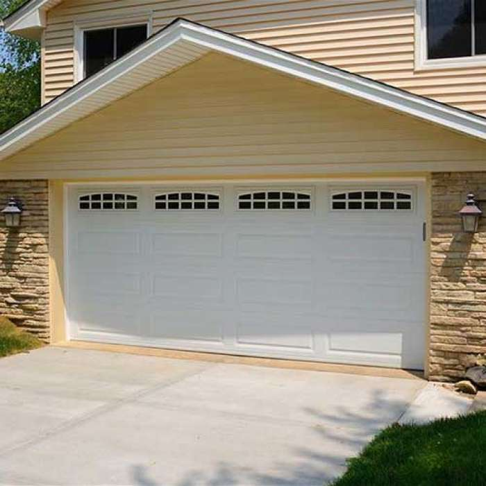 C.H.I. Raised Panel Garage Door 4255