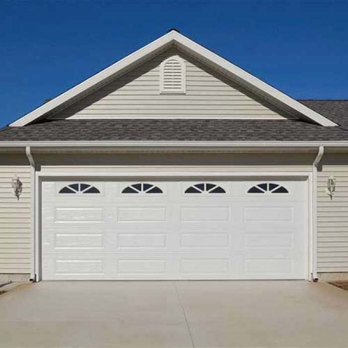 C.H.I. Raised Panel Garage Door 4283